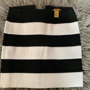 Dresses & Skirts - Cute mini skirt...like new